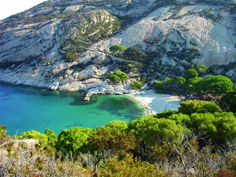 vacanza in barca a vela isola montecristo